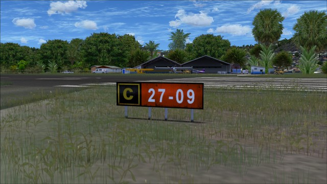 taxiway runway sign